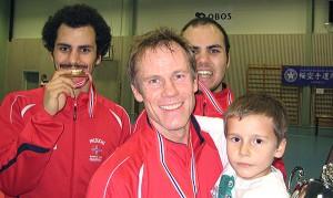 Gull til Mikael, Jørn Ove (med Martin) og Arik i kumite, senior herrer