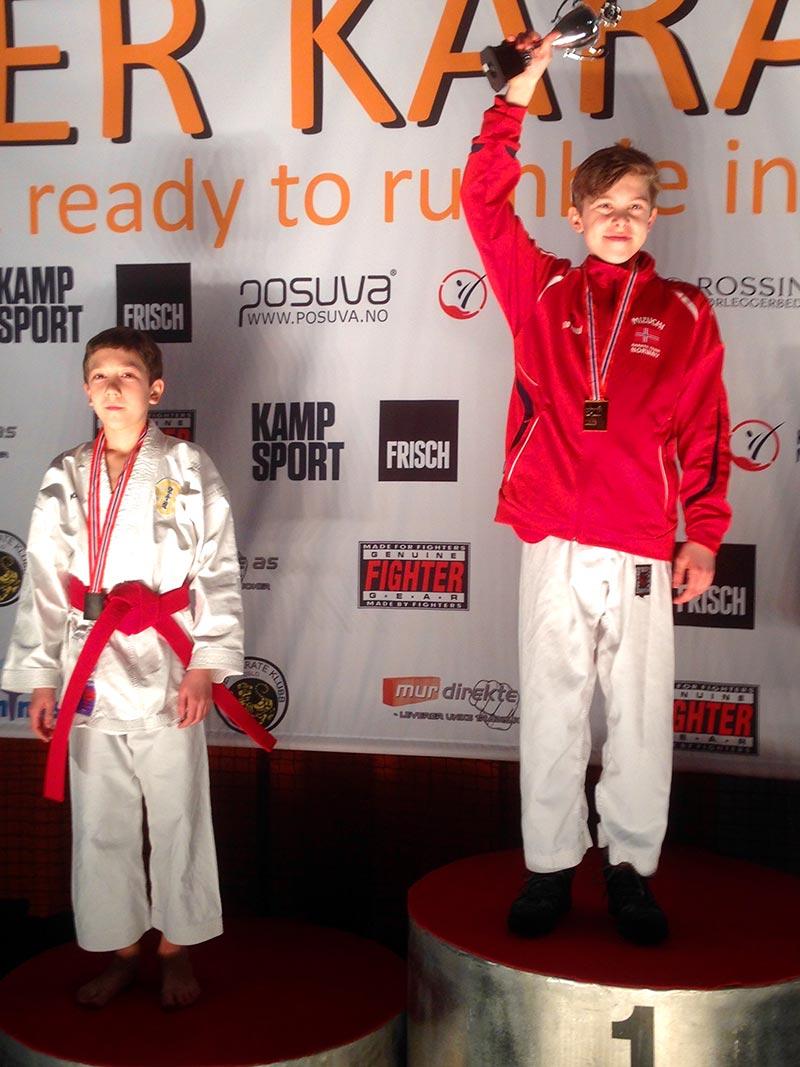 Artur sølv og Fredrik gull i kumite
