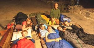En del av gjengen som overnattet ute i fjellet