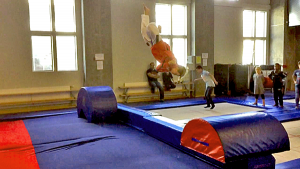 Christian i salto med skru fra trampoline