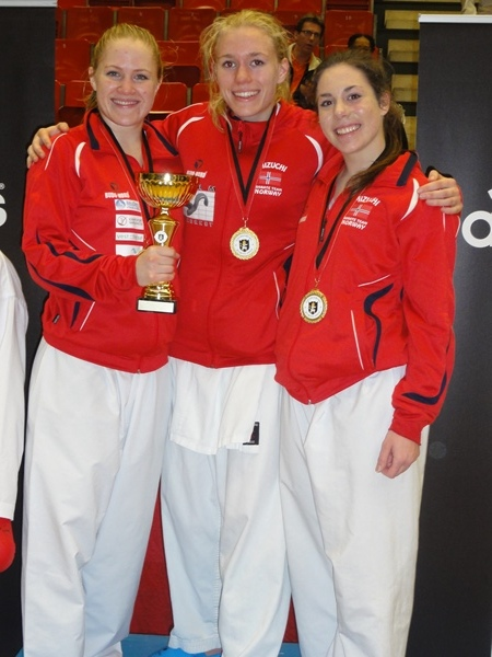 RedGøteborg_kumite_cup_-_Maria,_Gitte_og_Ariana_vinnere_av_sine_individuelle_klasser_og_lag_N3_1